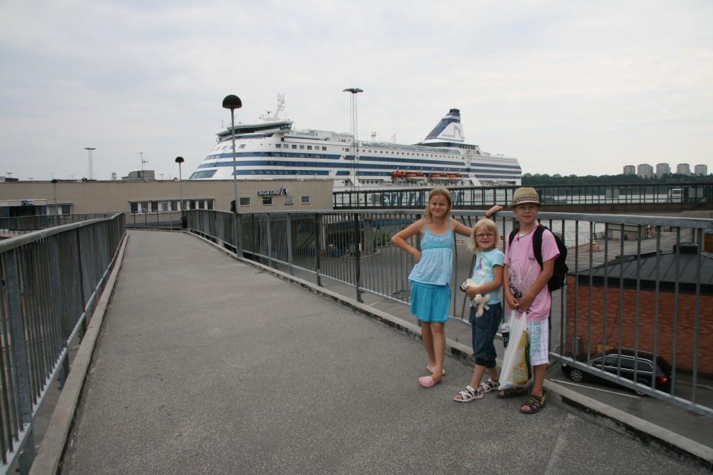 Bild: Barnen framför Silja Serenade