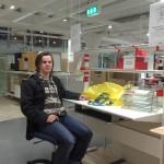 Bild: Joakim Nömell på IKEA vid skrivbordet Fredrik