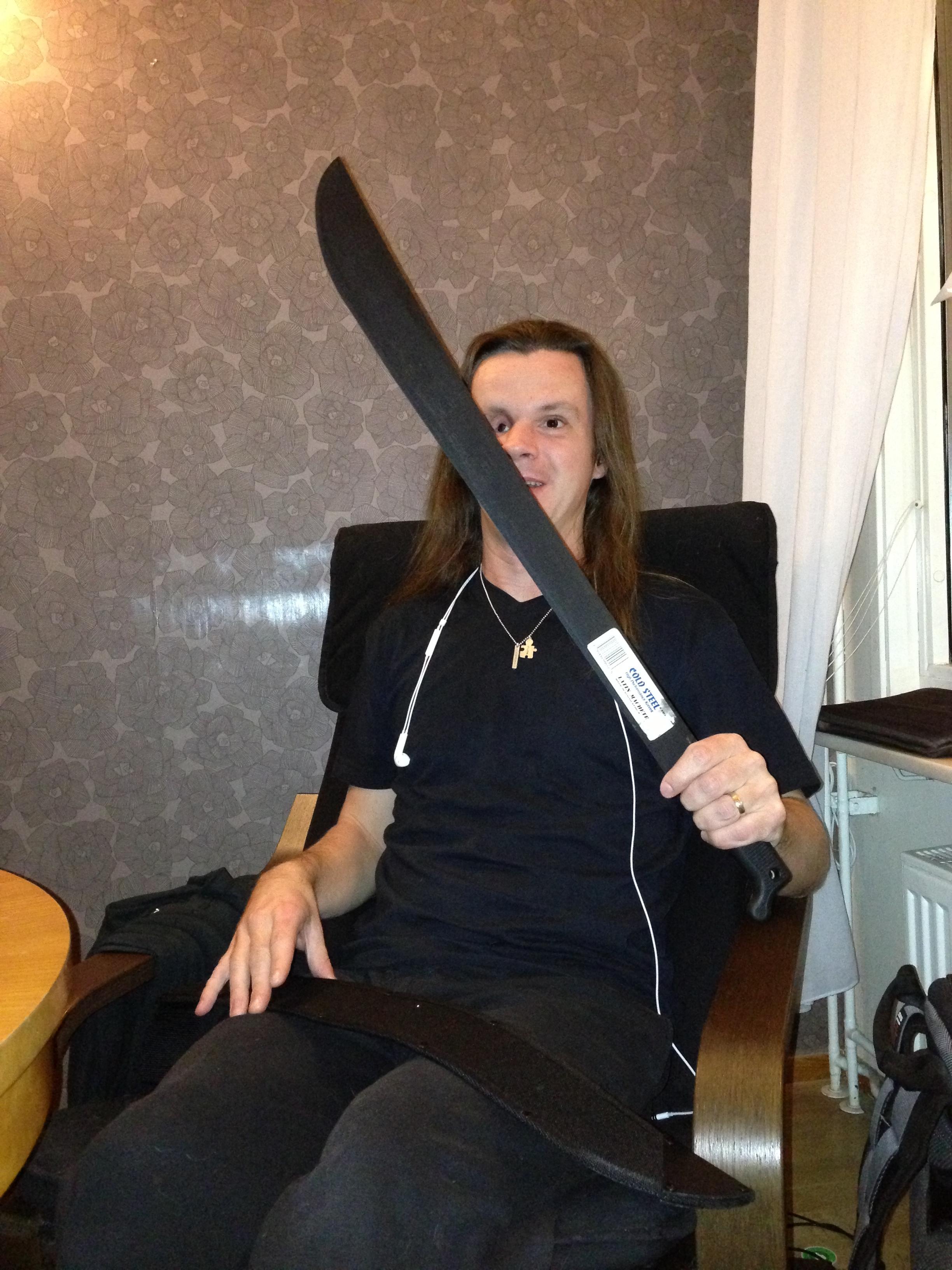 Joakim Nömell med machete