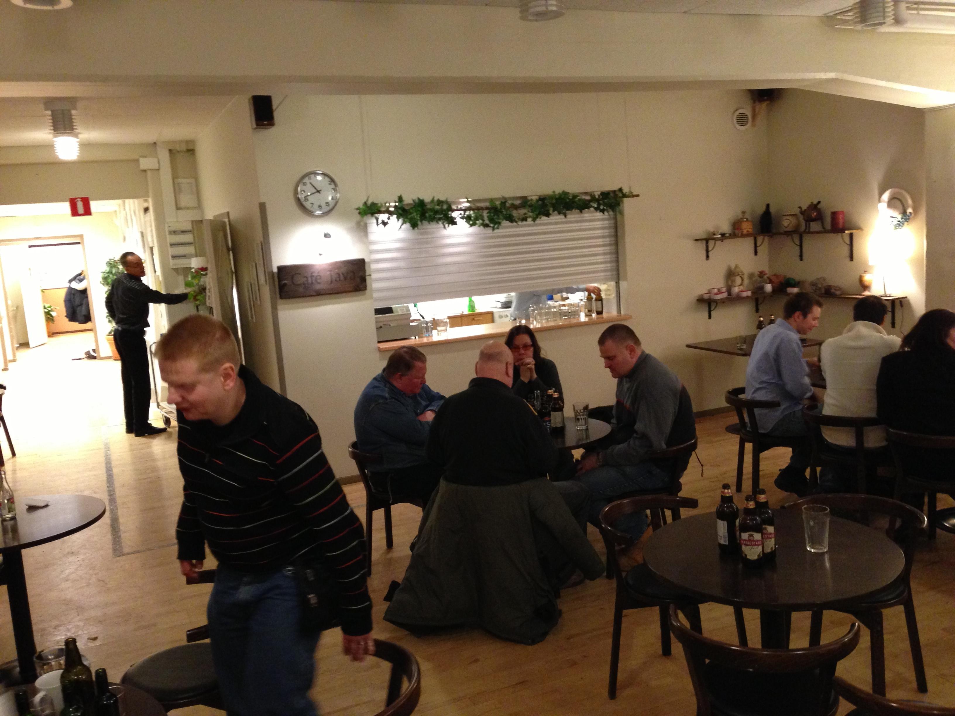 Bild: En massa människor i SRFs pub