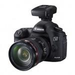 Bild: Canon GP-E2 GPS mottagare monterad i tillbehörssko på kamera