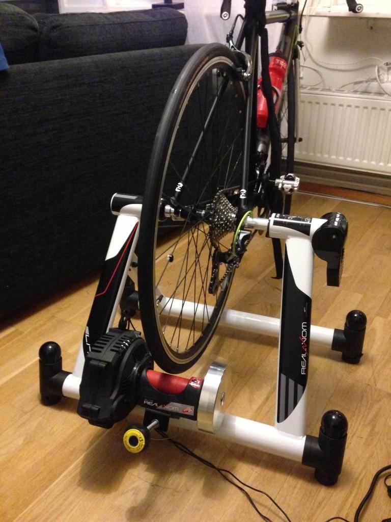 Bild: Cykel monterad på Elite RealAxiom trainer