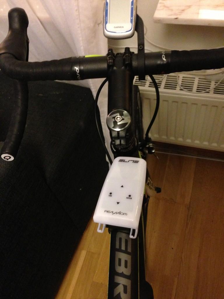 Bild: Elite RealAxiom trainer fjärrkontroll på cykelram