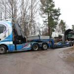 Bild: Lastbil bakcar upp vid upplagd båt