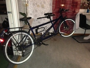 Bild: Tandemcykel Canondale Touring med pakethållare och stänkskärmar