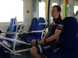 Bild: Joakim Nömell med tandemcykel på pendeltåg