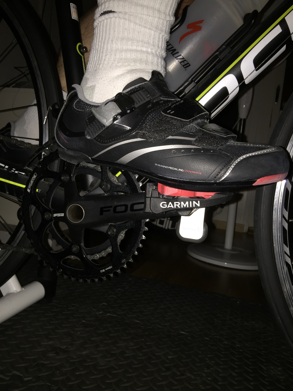 Bild: Ett ben med cykelsko fastsatt i Garmin Vector-pedal