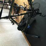 Bild: Cykel monterade på Wahoo Fitness Kickr trainer