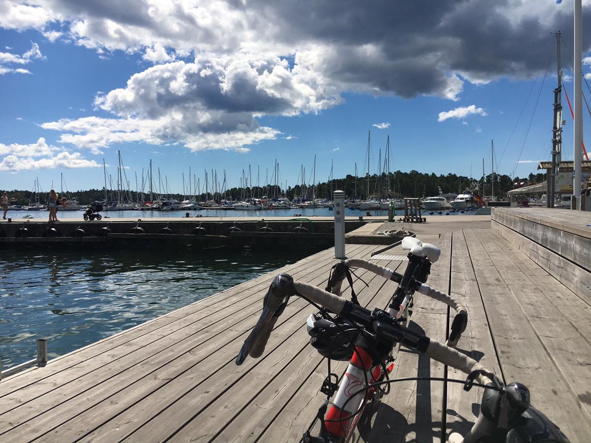 Bild: Brygga och cykel i Nynäshamns gästhamn