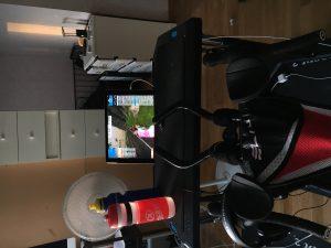 Bild: Cykel, bord med iPad och vattenflaska